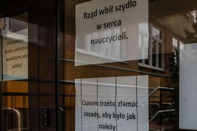8 kwietnia 2019 roku nauczyciele w całej Polsce rozpoczęli strajk. Ich pensje wzrosną od 1 września, tylko skąd wziąć pieniądze na te podwyżki?