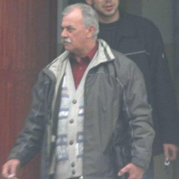 Wójt Skarbimierza tłumaczy się że Andrzej Buchowiecki (na zdj.) nie jest jego bliską rodziną.