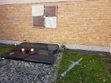 Zniszczył Epitafium Smoleńskie w Gdyni. Usłyszał zarzut niszczenia mienia i obrazy uczuć religijnych