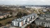 Nowe apartamenty - Podklasztorna i Skała Dewońska powstają u stóp Karczówki - przy Podklasztornej w Kielcach [WIZUALIZACJE, ZDJĘCIA Z DRONA]