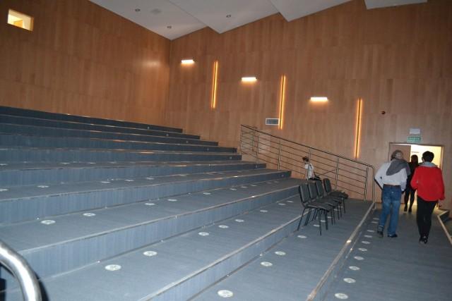 Tak sala widowiskowa wyglądała po remoncie, bez krzeseł