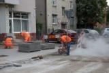 Przebudowa ulicy Jarochowskiego w Poznaniu ma zakończyć się w tym roku. Wykonawca układa już chodniki