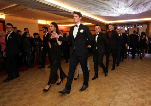 W piątek 15 stycznia odbyła się studniówka III LO w Sopocie. Maturzyści bawili się w hotelu Haffner. Rozpoczęli zabawę od tradycyjnego poloneza.