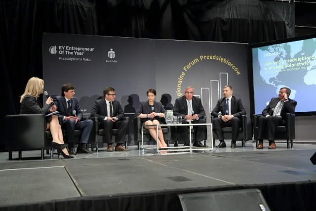 Wśród dyskutantów byli wczoraj m.in. przedsiębiorcy: (od prawej) Henryk Owsiejew (suwalski Malow), Dariusz Miłek (CCC), Sławomir Zubrycki (Palisander, Białystok), Katarzyna Rutkowska (AC S.A. Białystok).