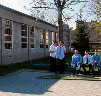 Tegoroczni absolwenci żałują, że nie doczekali się remontu warsztatów FOT. EWA TYRPA