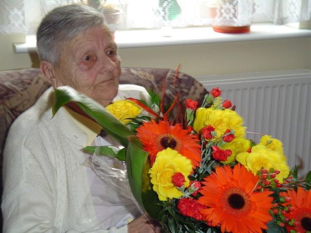 Pani Ludwika urodziła się w Harcie pod Rzeszowem. Do Szczecina przyjechała w maju 1946 r. Do dziś mieszka przy ul. Dąbrowskiego.