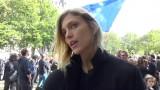 """Anja Rubik pojawiła się na """"czarnym proteście"""" w Paryżu [WIDEO]"""