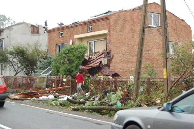 Trąba powietrzna w Radomsku i okolicach, minęło już 12 lat. Tak wyglądało Stobiecko Miejskie