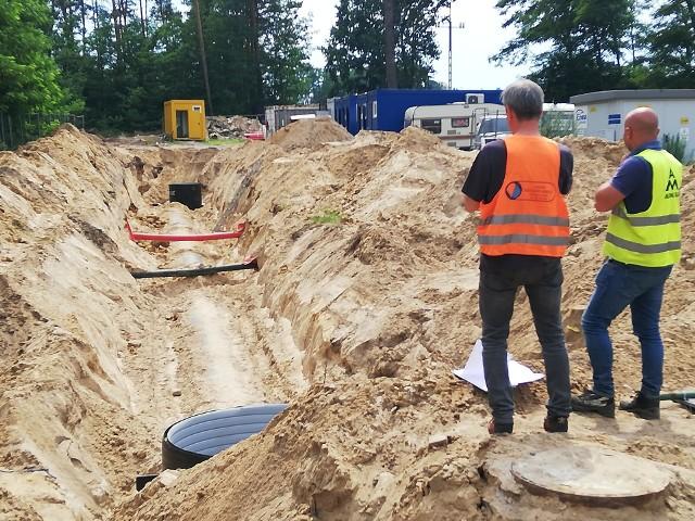 Prace budowlane kanalizacji deszczowej prowadzone w ulicy Świebodzińskiej w Zielonej Górze