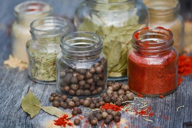 Przyprawy do przetworówSkarby w słoikach będą smakowały i pachniały jeszcze lepiej, gdy dodamy do nich przyprawy.