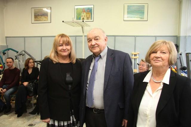 Prezes Andrzej Gajewski, wiceprezes Zofia Wilczyńska i Hanna Stępień, prezes honorowy.