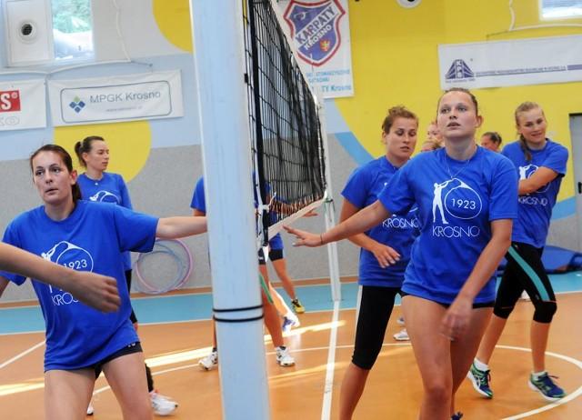 Siatkarki Karpat Krosno rozpoczęły treningiSezon w I lidze siatkarek zaczyna się 5 października.