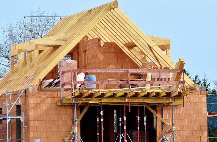W styczniu 2021 r. materiały budowlane były średnio o 1,8...