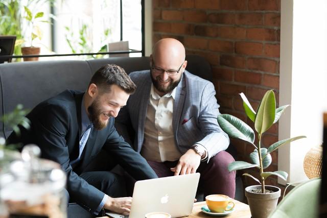 Projekt to efekt długoletniego doświadczenia w pracy z klientami z branży transportowej duetu zarządzającego Da Vinci Studio - Wojciecha Bachty, prezesa Fundacji Startup Podbeskidzie z Bielska-Białej oraz Michała Polaka.