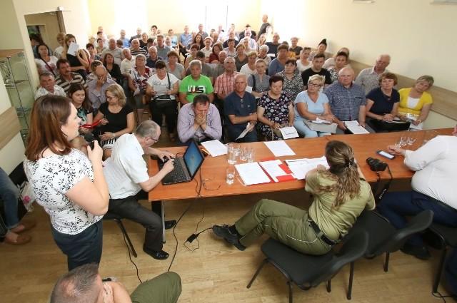 Beata Milewicz, kierownik wydziału prewencji, rehabilitacji i orzecznictwa lekarskiego KRUS w Kielcach spokojnie wyjaśniała wszystkie zawiłości, odpowiadała na pytania.