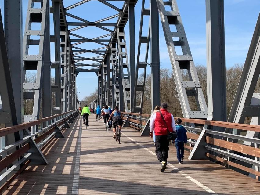 Dawny most kolejowy w Stanach (powiat nowosolski) to jedna z...