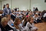 Obiady dla dzieci jeszcze warzą kucharki w szkole w Otyniu. Ale losy kuchni już się ważą. Czy będą zmiany?