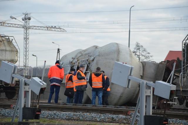 Wypadek kolejowy w Łowiczu. Wykoleiły się dwa wagony