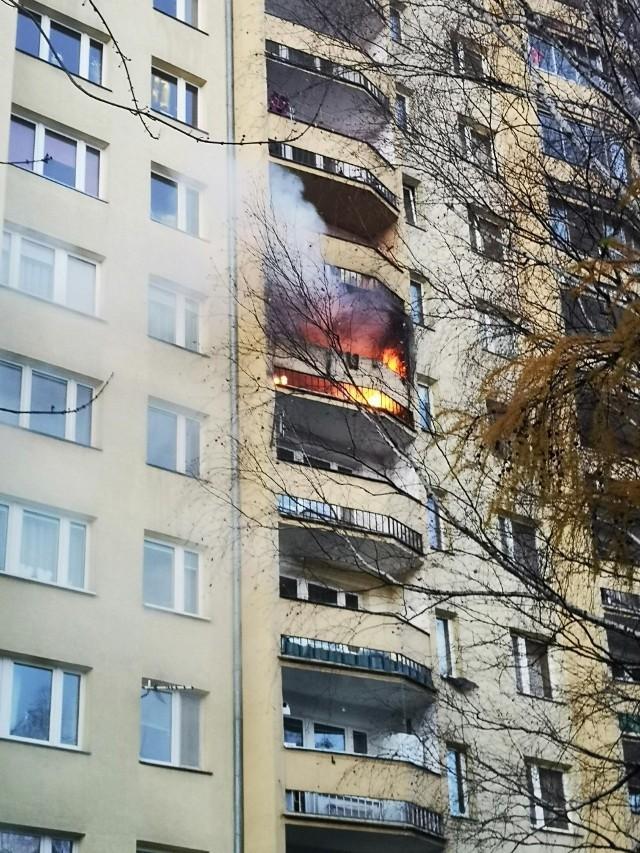 Pożar mieszkania w bloku przy ulicy Kwartowej