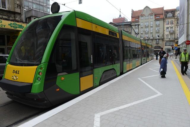 Przystanek przy ul. Gwarnej był pierwszym wiedeńskim w Poznaniu. Najbliższe nowe przystanki tego typu będą budowane przy rynku Jeżyckim.