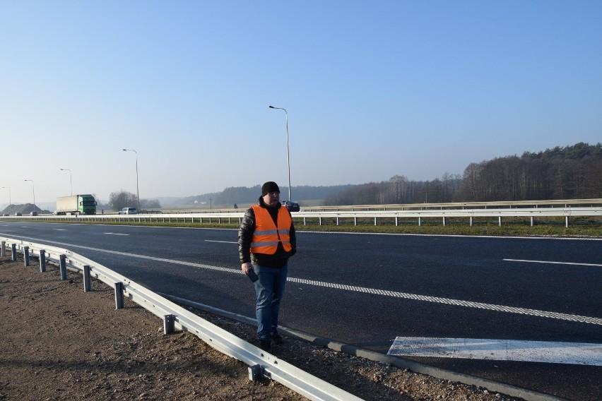 Przebudowywany odcinek drogi krajowej nr 8 stanowi fragment...
