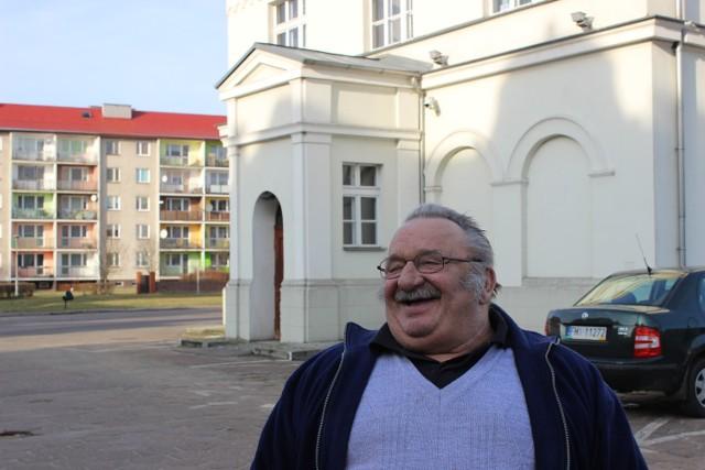 Andrzej Thiele z Krobielewka często przyjeżdża do stolicy gminy. - Miło będzie któregoś razu zastać rynek zupełnie odmieniony. Ale czy tak będzie? Poczekamy, zobaczymy - mówi.