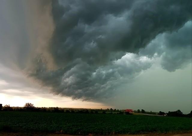 Dzisiejsza burza w okolicach Radymna, około godziny 16.