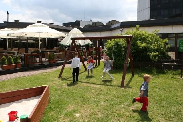 Przy restauracji Flamingo przygotowano prawdziwy raj dla najmłodszych. Dzieci będą się bawić pod okiem animatorów.