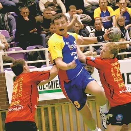 Krystian Kuta (w środku) przyznał po spotkaniu, że był to jeden z najlepszych meczów, jakie rozegrał w Głogowie