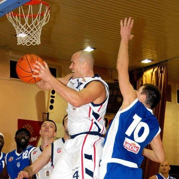 Koszykarze Znicza odnieśli bardzo ważne zwycięstwo i są na dobrej drodze do utrzymania w ekstraklasie.