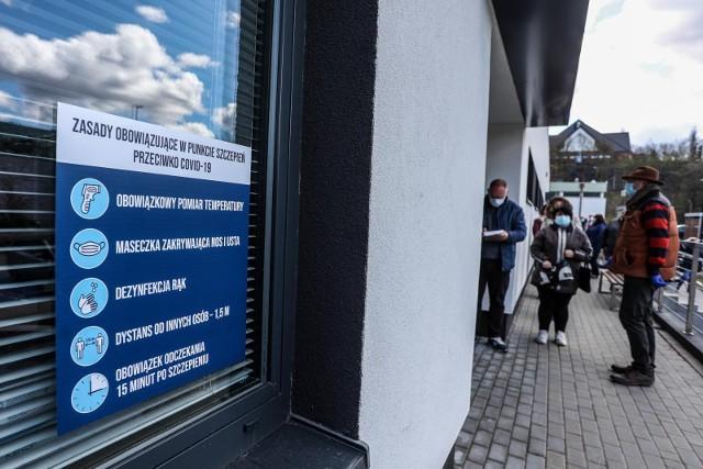 Koronawirus w Polsce. Ministerstwo Zdrowia poinformowało we wtorek o 215 nowych zakażeniach. Ostatniej doby zmarły 52 osoby