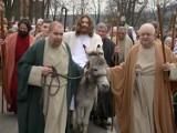 """Niedziela Palmowa w Kalwarii. """"Wjazd Pana Jezusa na osiołku do Jerozolimy"""" [ZDJĘCIA, WIDEO]"""