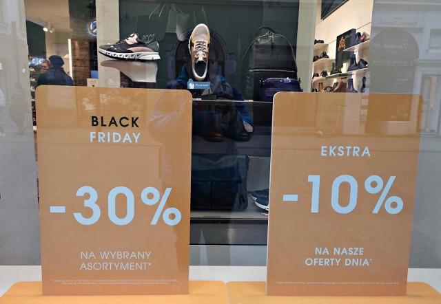 Eksperci sprawdzili czy ceny tych samych 290 produktów kształtowały się podobnie w czasie tegorocznego i ubiegłorocznego Black Friday. Okazuje się, że w przypadku 55 proc. z nich ceny wzrosły.