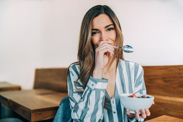 Jak jeść zdrowo i tanio? Jeśli wydaje ci się, że tych dwóch rzeczy nie da się pogodzić, sprawdź i wypróbuj nasze porady!
