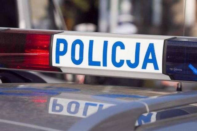W niedzielę, 25 lipca około godziny 10.30 na ul. Poprzecznej w Łowęcinie pod Swarzędzem doszło do wypadku. BMW wypadło z drogi