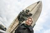Co się stanie z pomnikiem Czynu Rewolucyjnego w Rzeszowie? Pani Irena chce wykupić go od zakonników i przekazać miastu