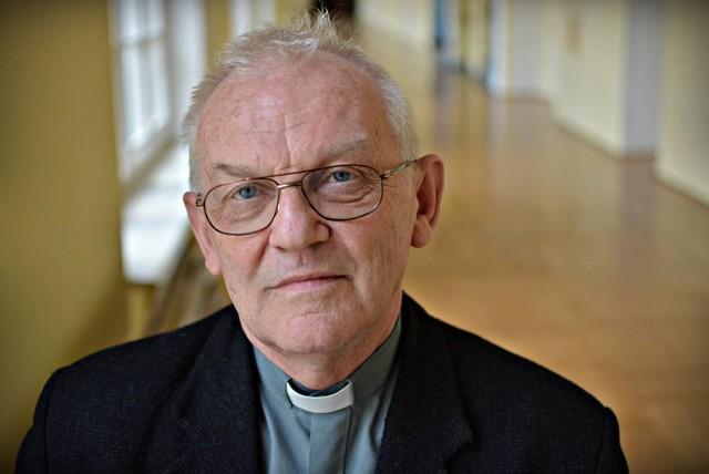 Wybitny etyk, wieloletni wykładowca i były rektor KUL ksiądz profesor Andrzej Szostek został uhonorowany Medalem 75-lecia Misji Jana Karskiego