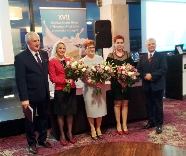 Edyta Kłak (pierwsza z prawej)