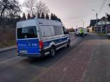 Dramat w Jastrzębiu: dostawczak wjechał w 85-latka na rowerze. Senior wpadł pod auto. Niestety, nie przeżył