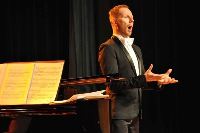 Piotr Lempa z przyjaciółmi prezentuje w Oleśnie i w Dobrodzieniu najpiękniejszą muzykę operową. Dzisiaj koncert w Dobrodzieniu.