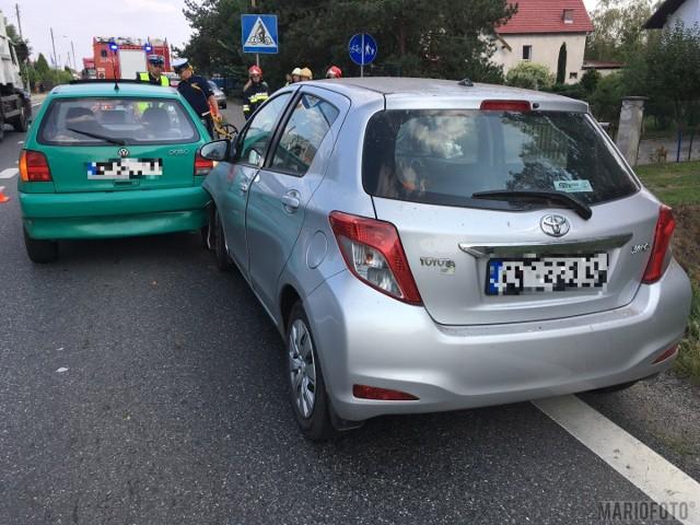 Według wstępnych ustaleń policjantów, 79-letni kierowca toyoty najechał na tył volkswagena polo, którym jechała 37-letnia kobieta. W wyniku zderzenia została ona odwieziona do szpitala na badania. Zgłoszenie zdarzenia policjanci otrzymali o godz. 15.13.