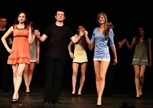Finalistki Miss Podlasia 2010 zaprezentowały układy choreograficzne w bieliźnie