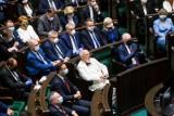 Ile zarabia poseł i senator, prezydent i premier. Sprawdź zarobki polityków w Polsce
