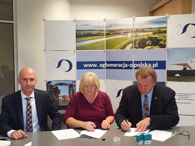 Umowę podpisał burmistrz Joachim Wojtala oraz skarbnik Renata Hasse.