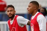 """Neymar i Kylian Mbappe po porażce z Bayernem: """"Takie jest życie"""". Szef PSG obiecał kibicom, że jeszcze wygrają Ligę Mistrzów"""