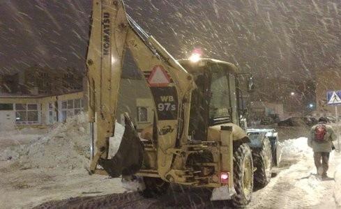 Nocne odśnieżanie ulic przed spotkaniem z prezydentem Bydgoszczy