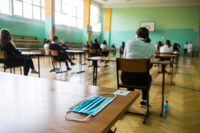 Egzaminy ósmoklasisty. Zobacz jakie zadania były na teście z matematyki >> przejdź do galerii