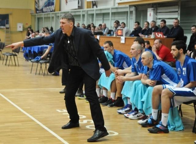Grzegorz Sowiński prowadził toruński zespół z dużą energią.