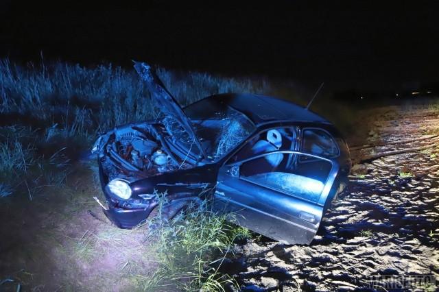 Wypadek na obwodnicy Czarnowąsów. Pijany kierowca wypadł oplem z jezdni