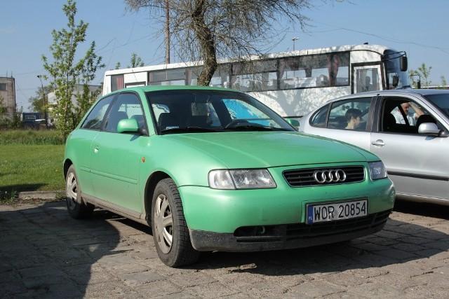 Audi A3, 1996 r., 1,8   gaz, ABS, centralny zamek, elektryczne szyby i lusterka, immobiliser, 5 tys. 600 zł;